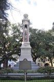 Savannah Augusti 8th: Wright Square Monument från Savannah i Georgia USA Arkivfoton