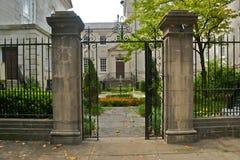 Savannah Garden e porta Imagens de Stock