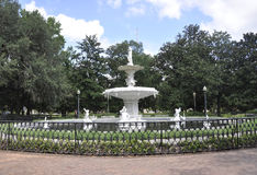 Savanne, am 7. August: Park-Brunnen von der Savanne in Georgia USA lizenzfreies stockbild
