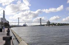 Savanne, am 8. August: Talmadge Memorial Bridge von der Savanne in Georgia USA lizenzfreies stockbild