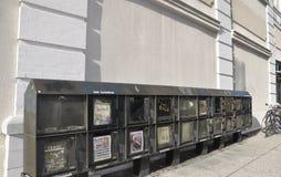 Savanne, 7 Augustus: De Vakjes van de straatkrant van Savanne in Georgië de V.S. Royalty-vrije Stock Foto's