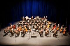 Savaria交响乐团的乐队执行 库存图片