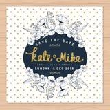 Save datę, ślubna zaproszenie karta z ręka rysującą kwiat kwiecistą i złotą błyskotliwości dekoracją na polki kropki tle Obraz Royalty Free