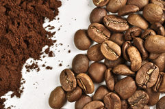Coffee grains and grounded coffee Royalty Free Stock Image