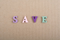 SAVE słowo na papierowym tle komponującym od kolorowego abc abecadła bloku drewnianych listów, kopii przestrzeń dla reklama tekst fotografia royalty free