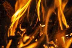 SaveDownload PreviewFire płonie na czarnym tle Blask fi Obraz Royalty Free