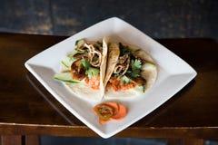 Saveurs d'Asiatique de Tacos de ventre de porc photographie stock