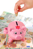 Saving money in piggy bank Royalty Free Stock Photography