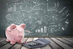 Savings, kalkulator, świnia Obrazy Royalty Free