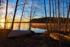 Savo Finland del sud Alba dietro il lago Immagine Stock