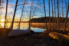 Savo Finland del sur Salida del sol detrás del lago Imagen de archivo
