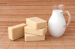 Savon avec le goat& x27 ; lait de s Image libre de droits