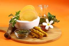 Savon d'Ayurvedic d'Indien ou savon fait main avec des herbes photos libres de droits
