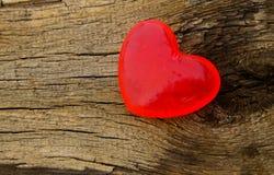 Savon en forme de coeur sur le fond en bois Photographie stock libre de droits