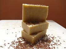Savon fait main naturel de lin oléagineux de semence d'oeillette Photos libres de droits