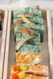 savon fait main parfumé de fleur dans une boîte Images stock