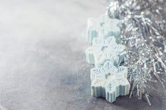 Savon fait main sous forme de flocons de neige, concept naturel de cosmétiques Place pour le texte Images libres de droits