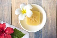 Savon, ketmie et fleur de fragipani Photo stock
