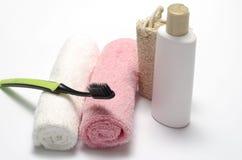 Savon liquide et brosse à dents de luffa de serviette images libres de droits
