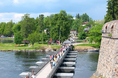 Savonlinna finland Sväva bron Arkivbilder