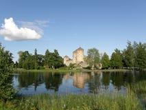 Savonlinna Schloss und seine Reflexion im See Lizenzfreies Stockbild