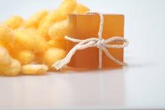 Savons de cocon et de miel de ver à soie de glycérine Photographie stock