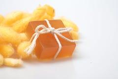 Savons de cocon et de miel de ver à soie de glycérine Photos libres de droits