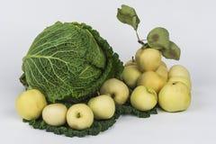 Savooiekool en gele appelen Royalty-vrije Stock Foto