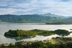 Savusavu marina och Nawi holme, Vanua Levu ö, Fiji arkivfoto