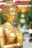 Sawasdee de oro de la estatua del demonio, Tailandia Fotos de archivo
