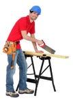 Sawing del carpentiere Fotografia Stock Libera da Diritti