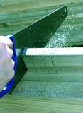 Sawing do carpinteiro Imagens de Stock