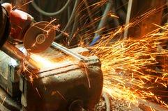Sawing en métal Images libres de droits
