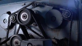 sawmill A vista das engrenagens e a corrente gerenciem na máquina video estoque