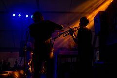 Saxo och flöjt på en konsert royaltyfria foton