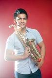 Saxofón asiático de la explotación agrícola del estudiante Fotografía de archivo libre de regalías