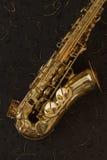 Saxofón de oro Imagen de archivo libre de regalías