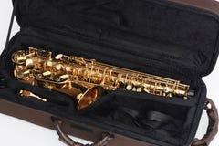 Saxofón en caso abierto Imágenes de archivo libres de regalías