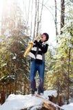 Saxofón que juega adolescente en la nieve Fotos de archivo