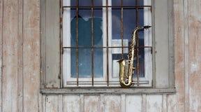 Saxofón sucio viejo Fotografía de archivo