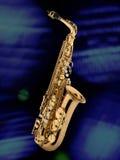 Saxofon blå bakgrund Arkivbild