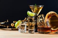 Saxofon och alkoholdrycker Royaltyfri Fotografi