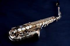 Saxofone do ouro isolado em Bk preto Foto de Stock