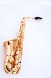 Saxofone do ouro isolado no branco Imagens de Stock