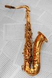 Saxofone dourado velho imagem de stock