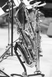 Saxofoner som står på etappen Arkivbilder