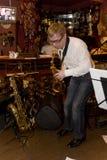 saxofonist, de cocktail van de musicuspopgroep, Alexander Mazurov Stock Fotografie
