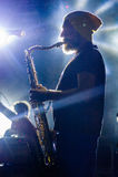 Saxofonist ive op stadium Stock Foto's