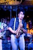Saxofonist Performing på etapp Arkivfoto