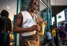 Saxofonist, straat, Bridgetown, Barabdos, kleur Stock Afbeelding